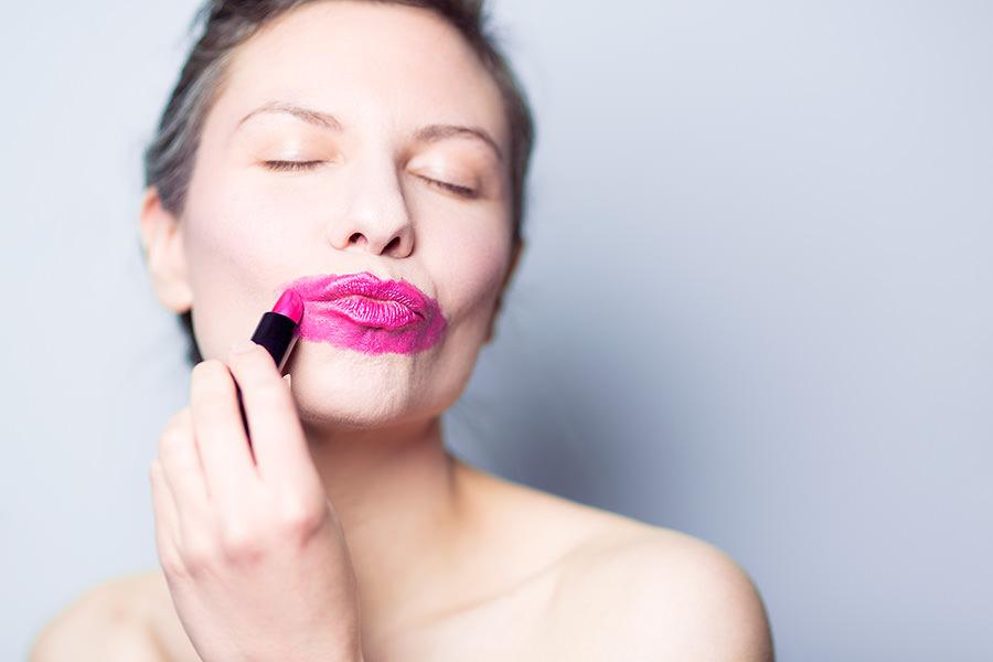 Dlaczego warto kupować kosmetyki przez Internet?