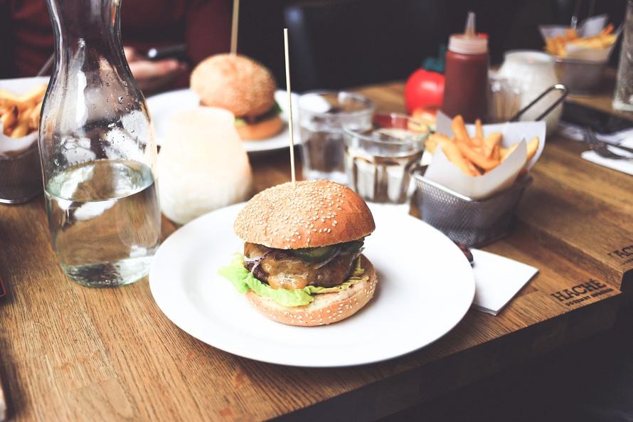 śniadaniowy burger